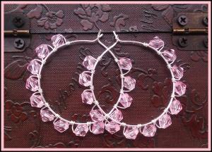 wire creolen met roze kralen