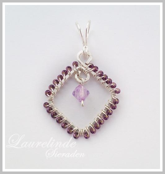 Lenteviool, zilveren met paarse hanger