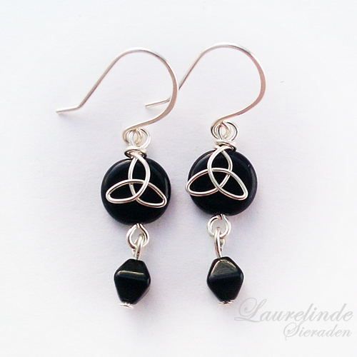 Sinann celtic earrings, silver and black