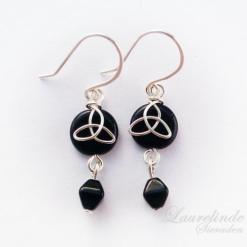 Sinann celtic earrings, silver and black