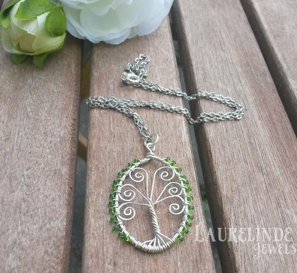 tree of life hanger met spiralen van wire