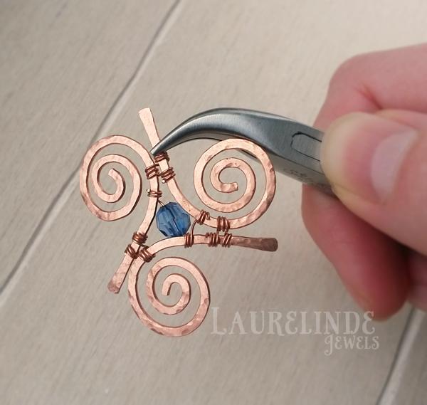 wire vastzetten met een tang