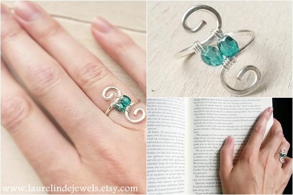 zilveren wire ring met spiralen en zeegroene kralen