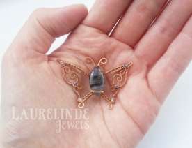 vlindercarinahand600wmen