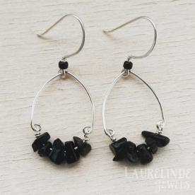 chiqye zilveren wire oorbellen met zwarte onyx splitkralen