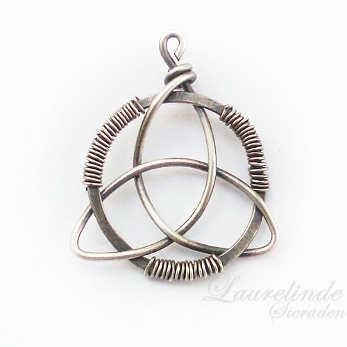 silver triquetra pendant